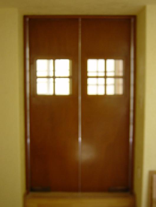 Dise o integral en madera puertas for Como hacer puertas de madera para cocina